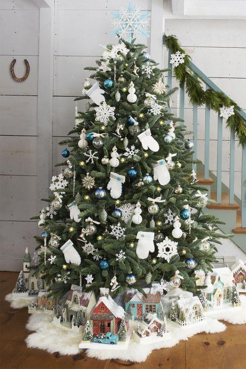 christmas-tree-ideas-mittens-1568756499.jpg