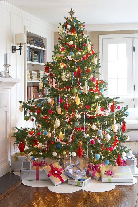 felt-christmas-tree-skirt.jpg
